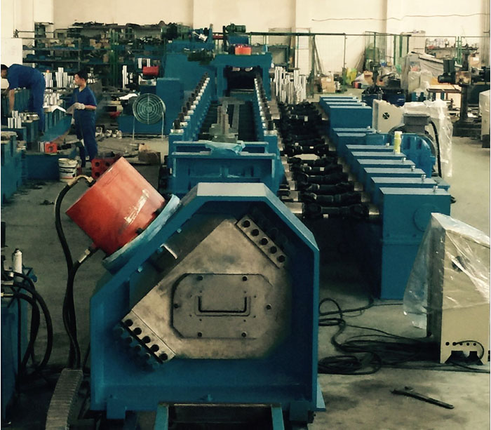 Solar bracket mounting roll forming machine