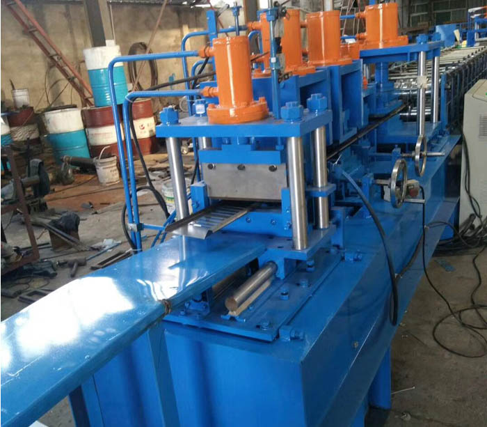 Sheet metal box roll forming machine for distribution board