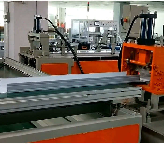 Metal forming machine for lighting shade fluorescent lampshade