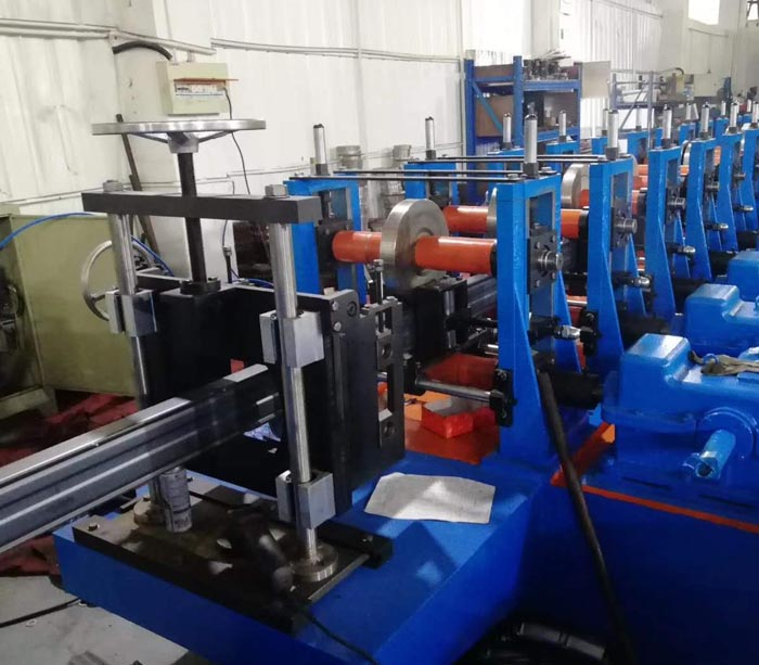 Rack system box beam roll forming machine