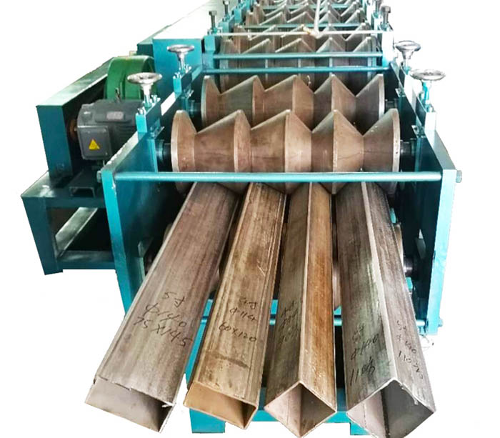 Square tube roll forming machine
