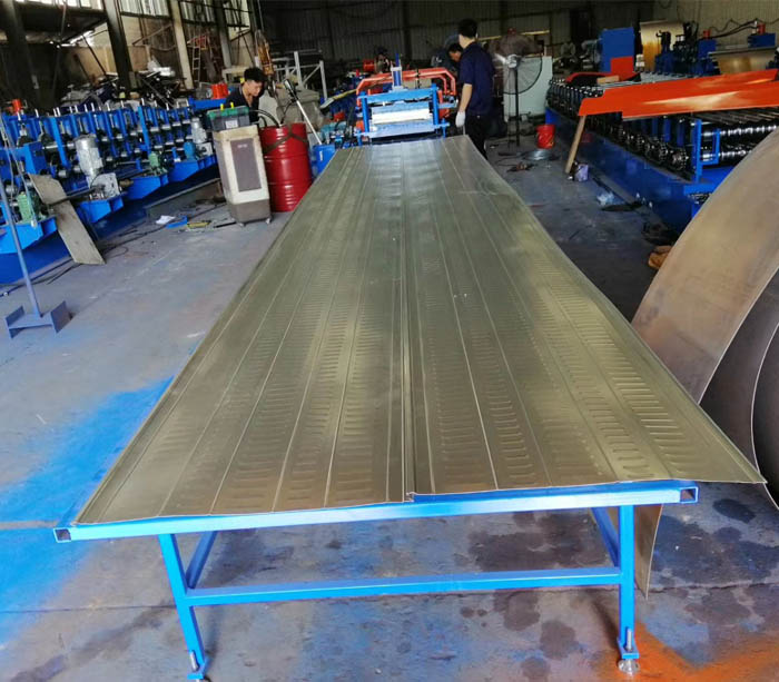 Steel sheet reinforced truss floor slab forming machine