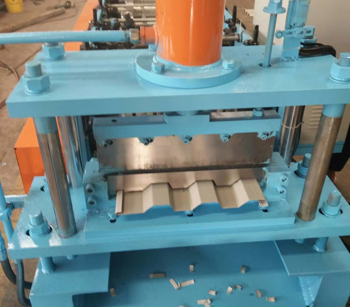 Galvanized Corrugated Tile Gusset Plate Buckle Roof Sheet Roll Forming Machine