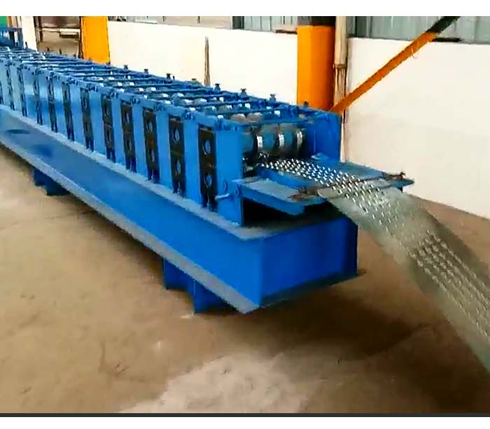 Galvanized steel ladder pedal roll forming machine