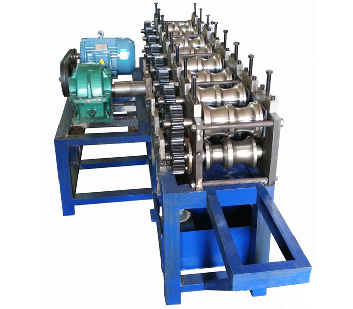 Oval tube roll forming machine